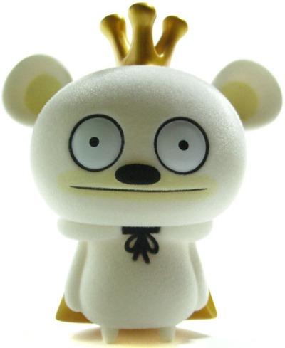 Bossy_bear_-_flocked_white-david_horvath-bossy_bear-toy2r-trampt-6783m