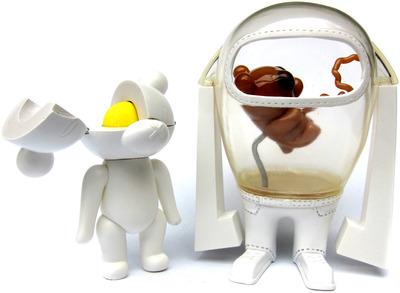 Incubator_and_egg-jason_freeny-t-boy-trampt-6857m