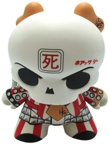 Skullhead_-_dressed_to_kill-huck_gee-dunny-kidrobot-trampt-8284m