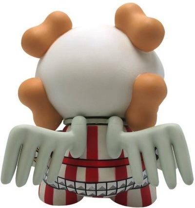 Skullhead_-_dressed_to_kill-huck_gee-dunny-kidrobot-trampt-8285m