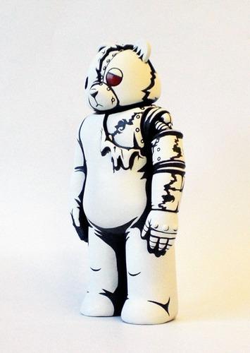 Skin_deep_mecha_sad_bear-jon-paul_kaiser-mecha_sad_bear-trampt-8460m