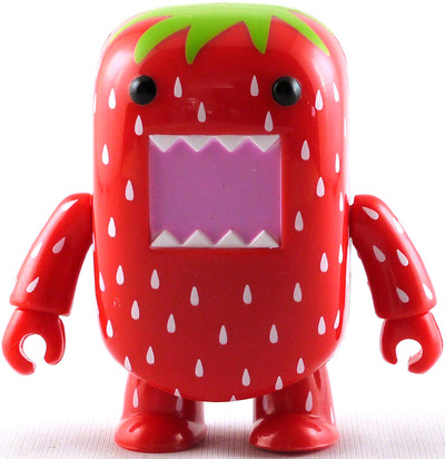 Domo_strawberry-dark_horse-domo_qee-toy2r-trampt-11640m
