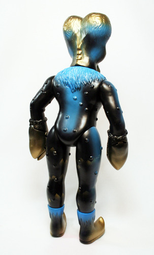 Alien_xam_with_gold_blue_sprays-mark_nagata-alien_xam-max_toy_company-trampt-12374m