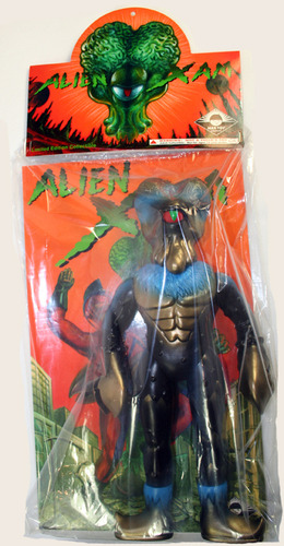 Alien_xam_with_gold_blue_sprays-mark_nagata-alien_xam-max_toy_company-trampt-12375m