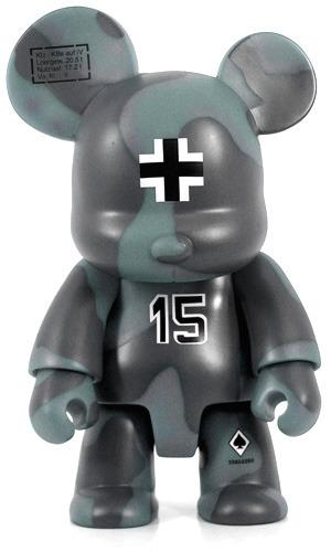 Fritz_bear_qee_8_-_mono-frank_kozik-bear_qee-toy2r-trampt-22606m