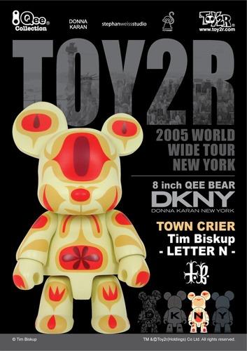 Town_crier_qee_n-tim_biskup-bear_qee-toy2r-trampt-24719m
