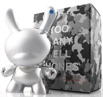 Too_many_cellphones_-_silver-siemens-dunny-kidrobot-trampt-25569m
