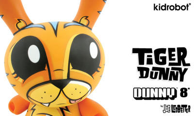Tiger_dunny_chase-joe_ledbetter-dunny-kidrobot-trampt-25641m