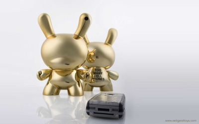 Too_many_cell_phones_tmcp_-_gold-zeitgeist_toys-dunny-kidrobot-trampt-27783m