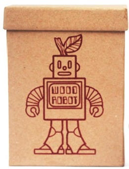 Wooden_robot_prototype-leighton_kelly-wooden_robot-blamo_toys-trampt-34454m