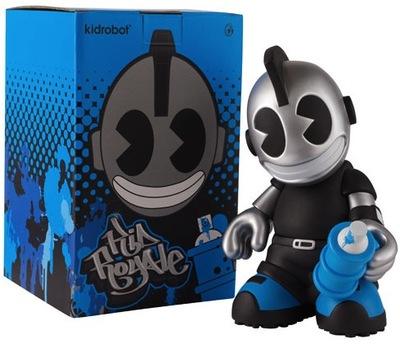 Kidroyale-kidrobot-kidrobot_mascot-kidrobot-trampt-35343m