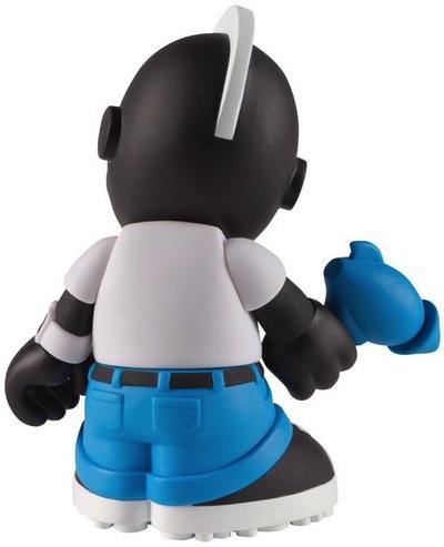 Kidneutron-kidrobot-kidrobot_mascot-kidrobot-trampt-35344m