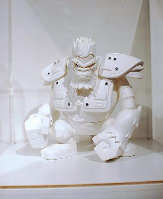 Da_warrior_-_blank-tim_tsui-designer_toy_awardner_vinyl-dateambronx-trampt-45718m