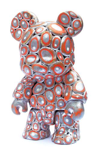 Sittin_on_chrome-lex_luthor-bear_qee-trampt-49737m