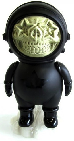 Dum_english_astronaut_skull_star_-_black-ron_english_chris_brown-dum_english-made_by_monsters-trampt-52376m