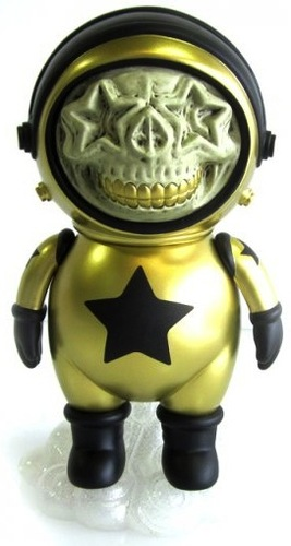 Dum_english_astronaut_skull_star_-_gold-ron_english_chris_brown-dum_english-made_by_monsters-trampt-52377m