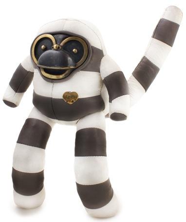 White_and_grey_bandit-blamo_toys-bandit-blamo_toys-trampt-52507m