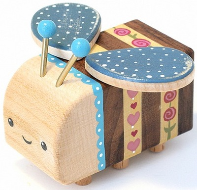 Shabby_chic_woodbee-lunabee_pepe_hiller-woodbee-self-produced-trampt-54692m