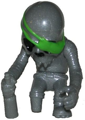 Skullpirate_-_silvergreen-pushead-skullpirate-secret_base-trampt-59455m