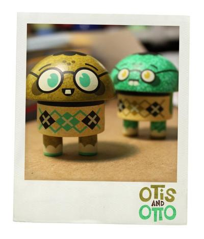 Otis_and_otto_yellow__green-scott_tolleson-otis_and_otto-self-produced-trampt-60859m