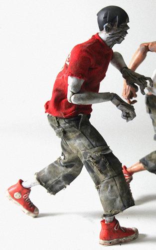 Zomb_red_shirt-ashley_wood-boiler_zomb-threea_3a-trampt-61099m