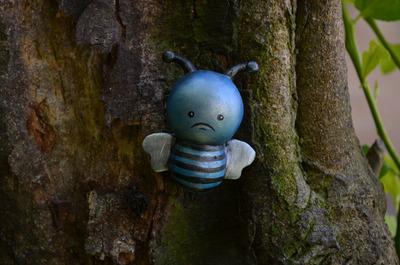 Unhappbees_-_blue_bee-vanessa_ramirez-unhappbees-self-produced-trampt-61444m