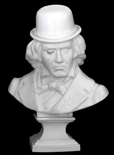 Ludwig_van_beethoven_-_porcelain-frank_kozik-ludwig_van_bust-kolin_tribu-trampt-61823m