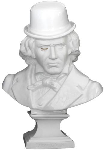 Ludwig_van_beethoven_-_porcelain-frank_kozik-ludwig_van_bust-kolin_tribu-trampt-61824m