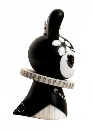 Black_queen-otto_bjornik-dunny-trampt-62283m