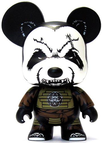 Pandaimyo_mountain_clan-jon-paul_kaiser-mini_bear_qee-toy2r-trampt-67729m
