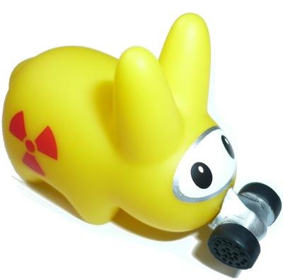 Happy_labbit_gas_mask-frank_kozik-labbit-kidrobot-trampt-68313m