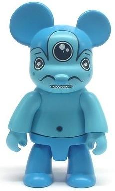Russell_-_blue-dalek_james_marshall-bear_qee-toy2r-trampt-70137m