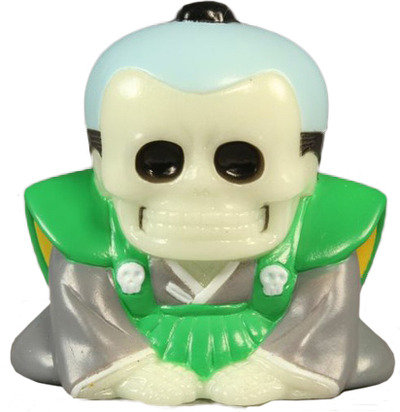 Honesuke_-_glow_w_green__grey_robes-realxhead_mori_katsura_skulltoys-honesuke-realxhead-trampt-70419m