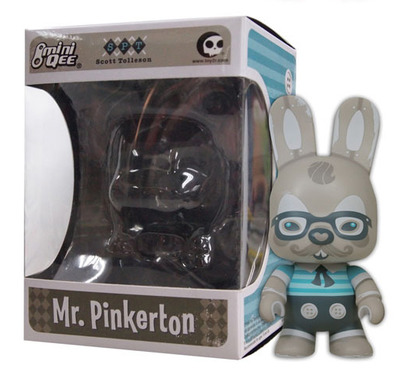 Mr_pinkerton_-_antique_edition_with_glasses-scott_tolleson-mini_bunee_qee-toy2r-trampt-72812m