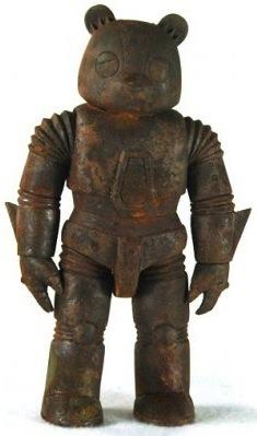 Mecha_sad_bear_-_rusted_steel-luke_chueh-mecha_sad_bear-trampt-76137m