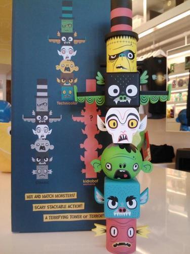 Monster_toytem_-_kidrobot_colorway-gary_ham-monster_toytem-super_ham_designs-trampt-78513m