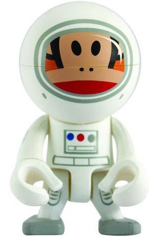 Astronaut_julius_trexi-paul_frank-trexi_-_round-play_imaginative-trampt-80760m