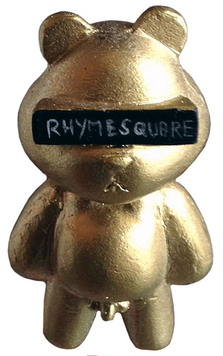 Rhymesquare_bear_gold_edition-jon-paul_kaiser-rhymesquare_bear-man-e_toys-trampt-81418m
