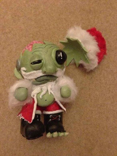 Santa_gores_all_i_want_for_christmas_is_brains-stoocol-munny-kidrobot-trampt-86764m