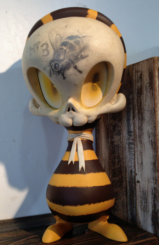 Bumble_bee_mega_skelve-brandt_peters-greeter_skelve-trampt-87106m
