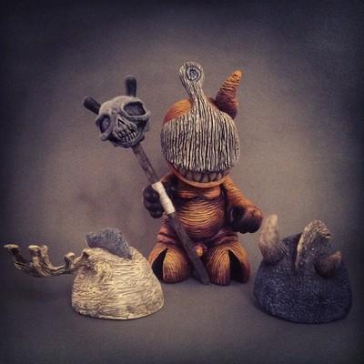 Shadow_mascot-shadoe_delgado-kidrobot_mascot-trampt-87425m