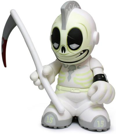 Kidreaper_whitegid_-_kidrobot_15-andrew_bell-kidrobot_mascot-kidrobot-trampt-92174m