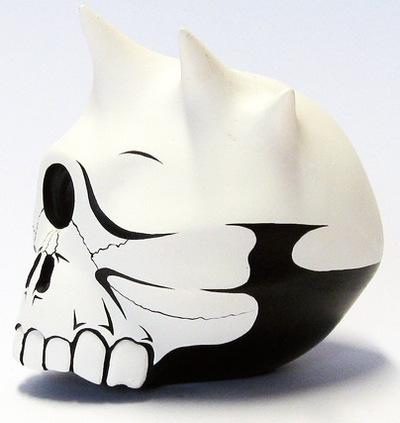 Libertas_skull-jon-paul_kaiser-libertas_skull-man-e_toys-trampt-95096m