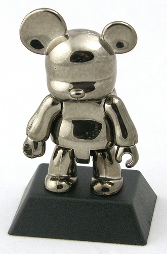 Metallic_black_bear-toy2r-bear_qee-toy2r-trampt-96319m