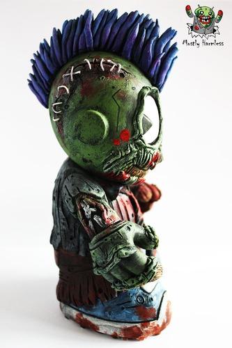 Zombie_mascot-mostly_harmless-kidrobot_mascot-trampt-97136m