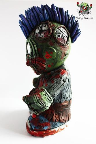 Zombie_mascot-mostly_harmless-kidrobot_mascot-trampt-97137m