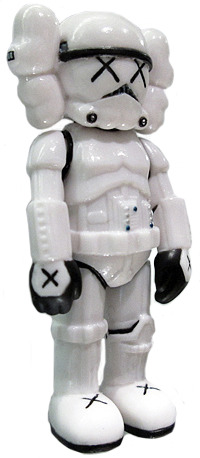 Stormtrooper_x_kaws_-_mini-kaws-companion-original_fake-trampt-98193m
