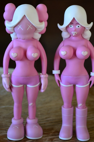The_twins_-_pink-kaws_reas-the_twins-original_fake-trampt-101941m
