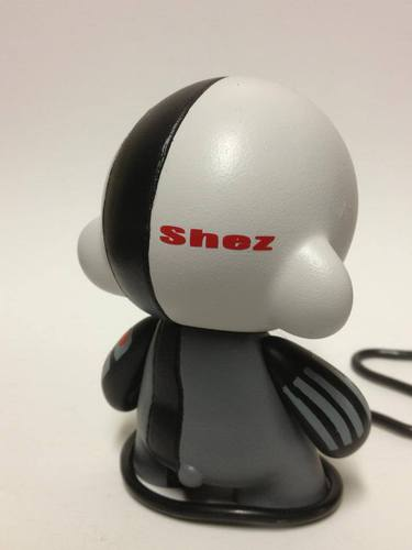 In_shapes_and_colors-shez-munny-trampt-102863m