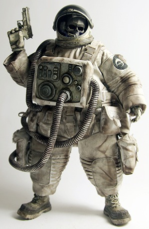 Dead_astronaut_gangsta-ashley_wood-dead_astronaut_gangsta-threea_3a-trampt-103002m